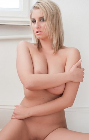 Baia escort girl