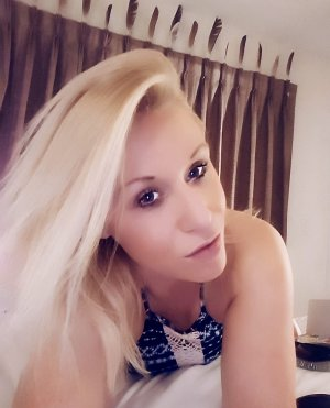 Coline outcall escort in Ludington